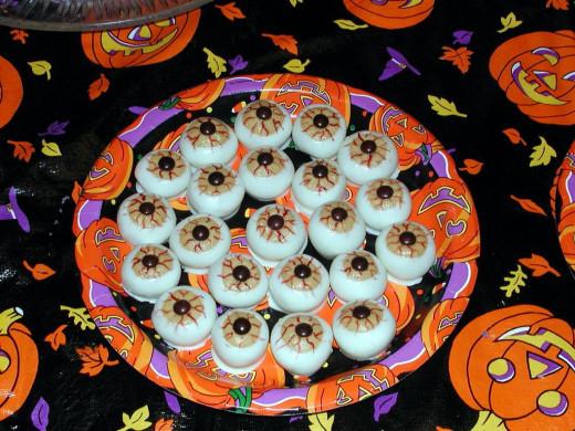 Обои Угощение на Хэллоуин) угощение, на, хэллоуин, еда, конфеты, шоколад, сладости скачать обои для рабочего стола,картинки на р